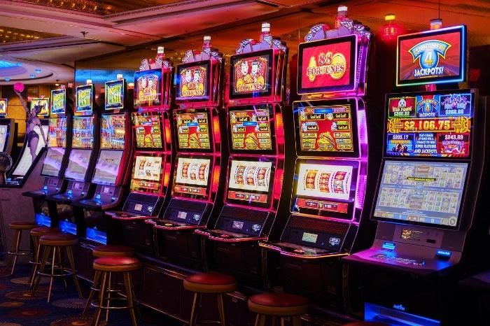Ở Việt Nam chúng ta thì Slot Machine hay được gọi là máy xèng