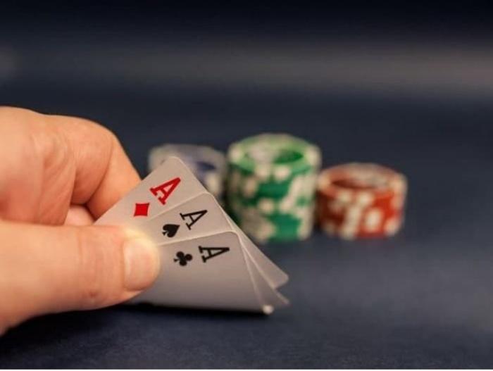Bài ba lá -  8 game Casino cho di động