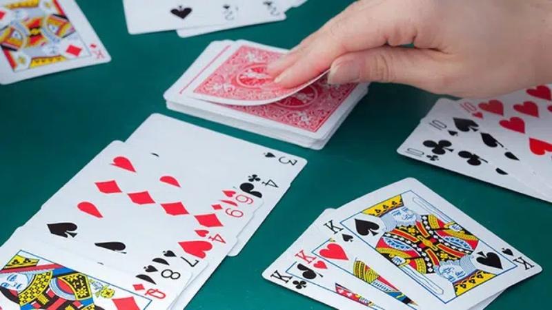 Cát tê là trò chơi sử dụng bộ bài tây gồm 52 lá